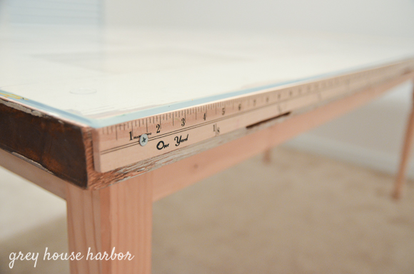 how to make a desk from an old door  |  greyhouseharbor.com