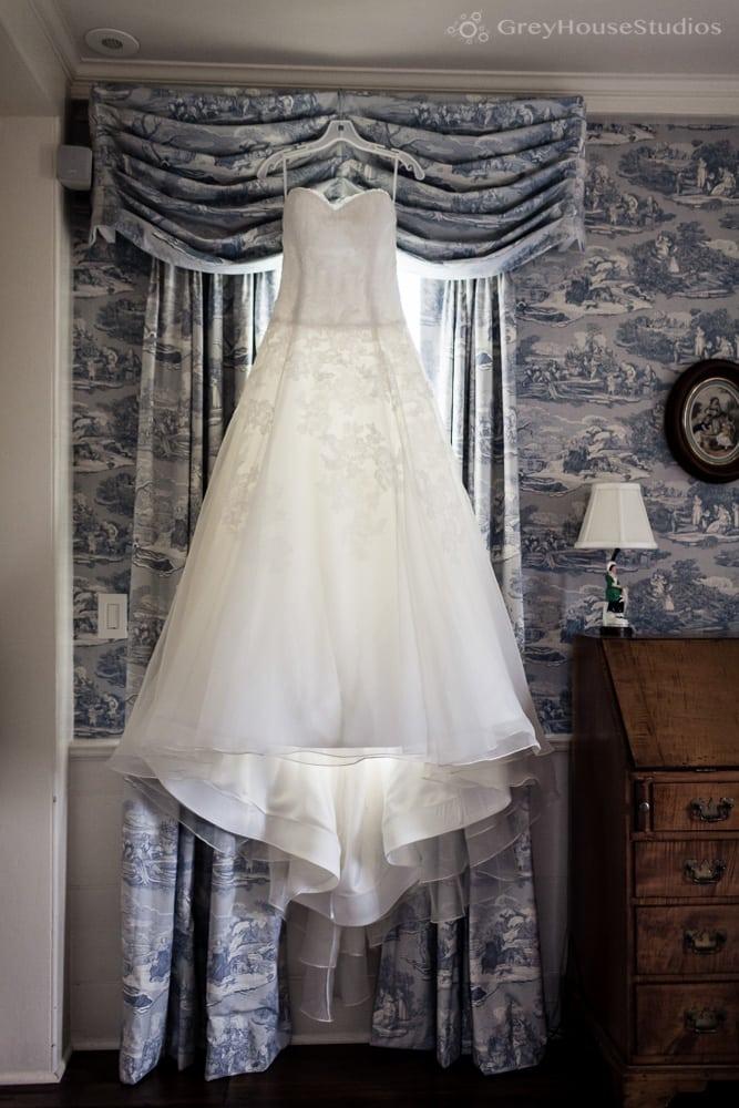 winvian-farm-wedding-photos-morris-ct-barn-wedding-photography-allyson-david-greyhousestudios-002