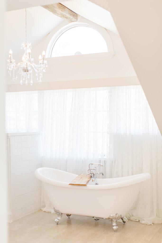 Bath Tub in Bridal Suite - Stonefields Weddings and Events Interior - Ottawa Wedding Venue - Modern & Rustic Wedding Venue