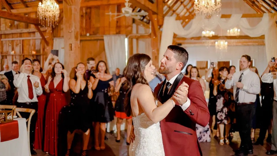 First Dance with Bubbles - Groom Singing Loudly - Slow Dancing - Evermore Wedding and Events