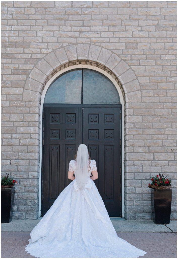 Bride before walking down the aisle - St Clements Parish Ottawa - Wedding Day - Grey Loft Studio - Wedding Photographer