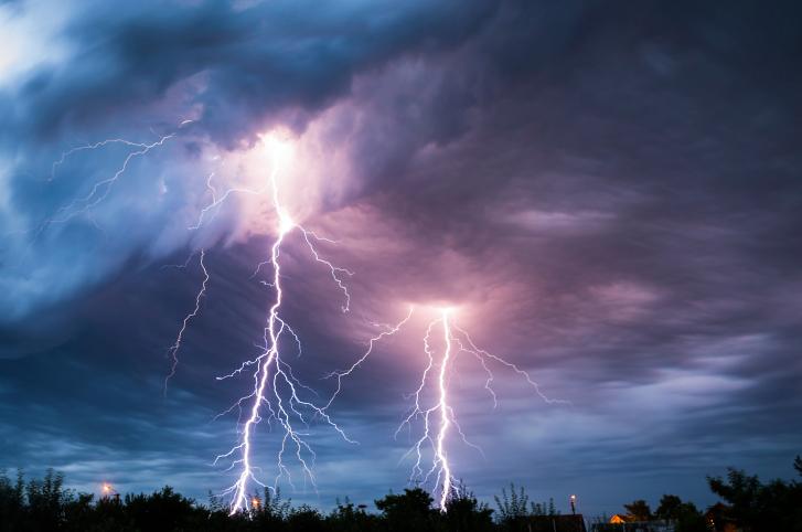 lightning stikes in thunderstorms