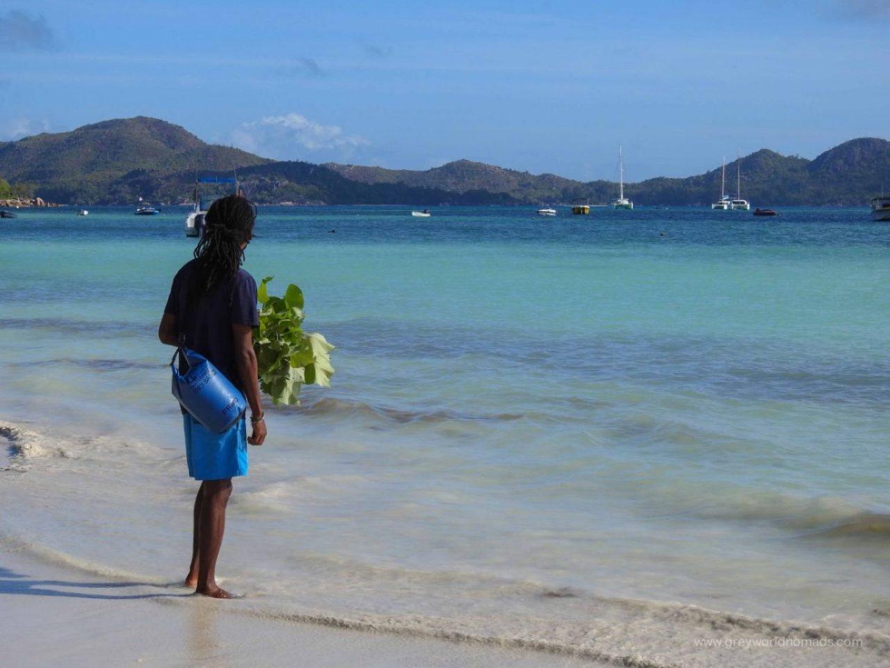 curieuse island tour
