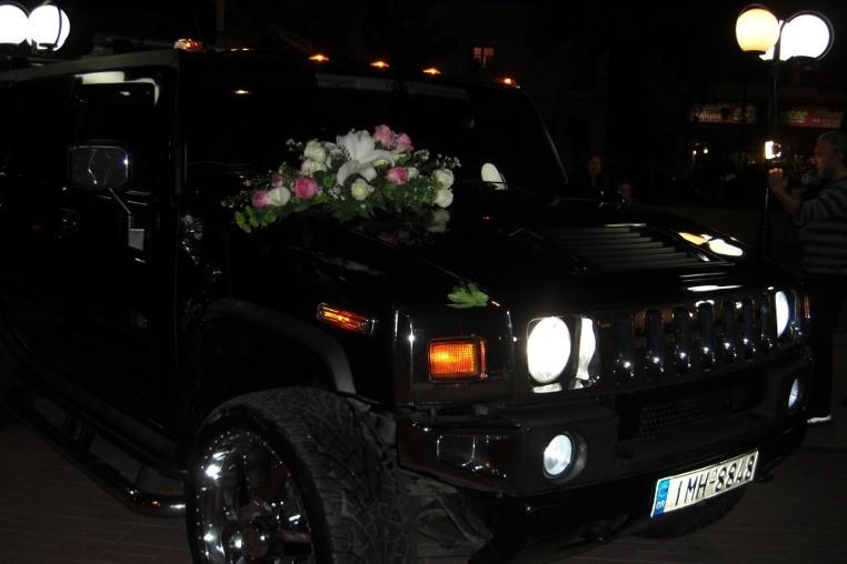 Στολισμός αυτοκίνητου γάμου τζιπ: Βεντούζα αυτοκινήτου σε τζιπ