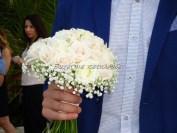 ανθοδέσμη με τριαντάφυλλα ιβουάρ και γυψόφυλλο