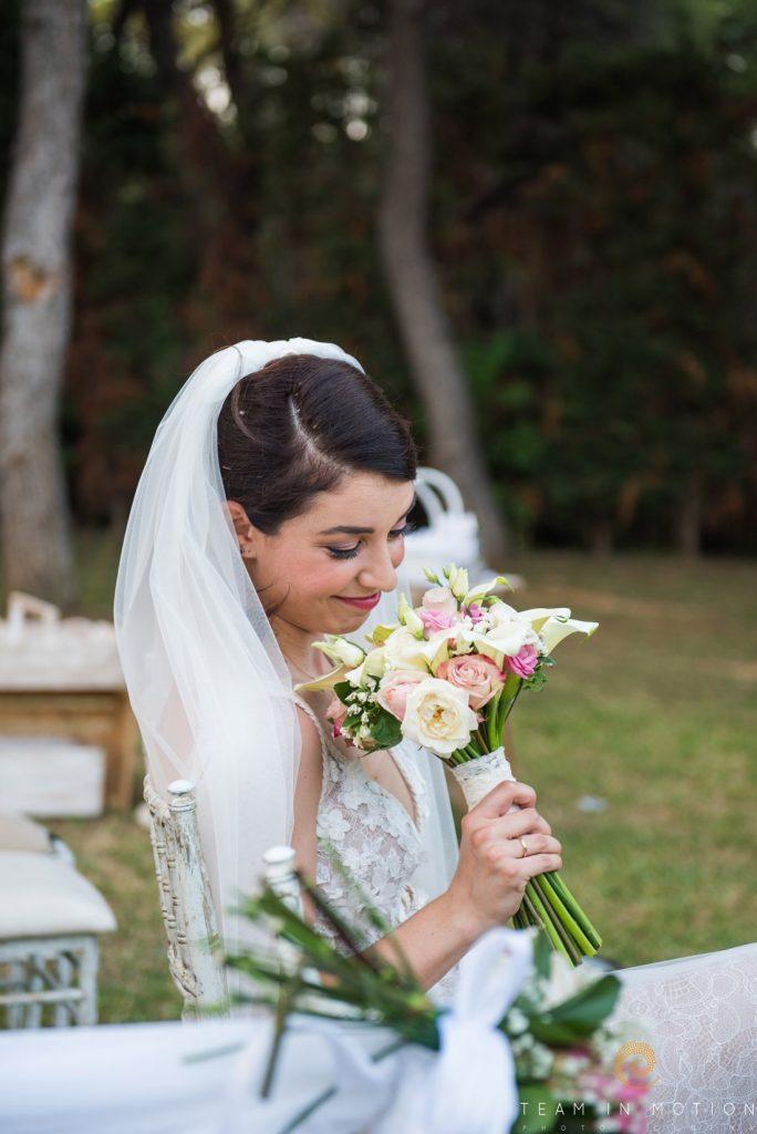 Η πιο γλυκιά νύφη ever-eyxesmepetaloudes