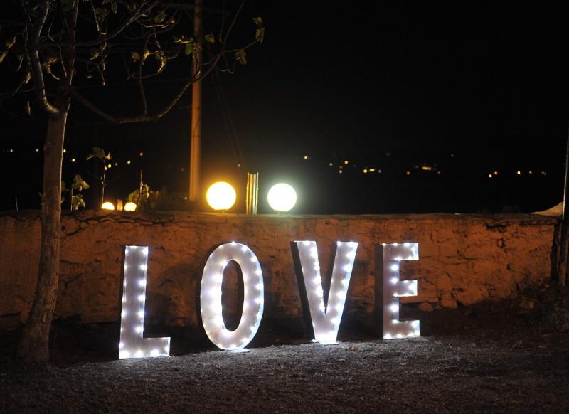 Φωτοζόμενα γράμματα LOVE για γάμο