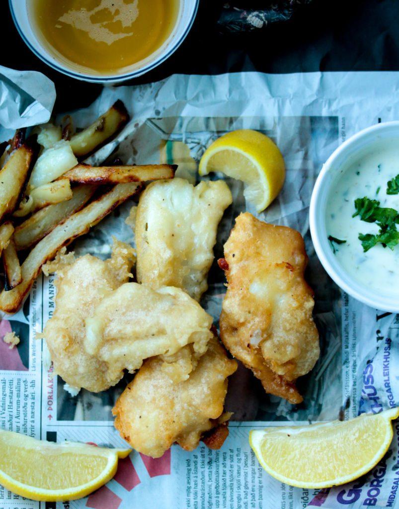 Fish and chips með jógúrtsósu og heimagerðum frönskum
