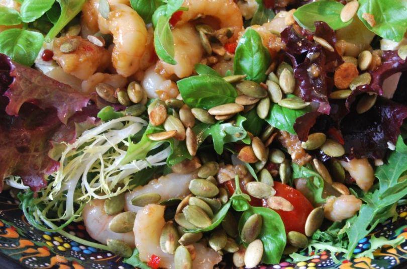 Himneskt humarsalat með hvítlauk, chilli og graskersfræjum