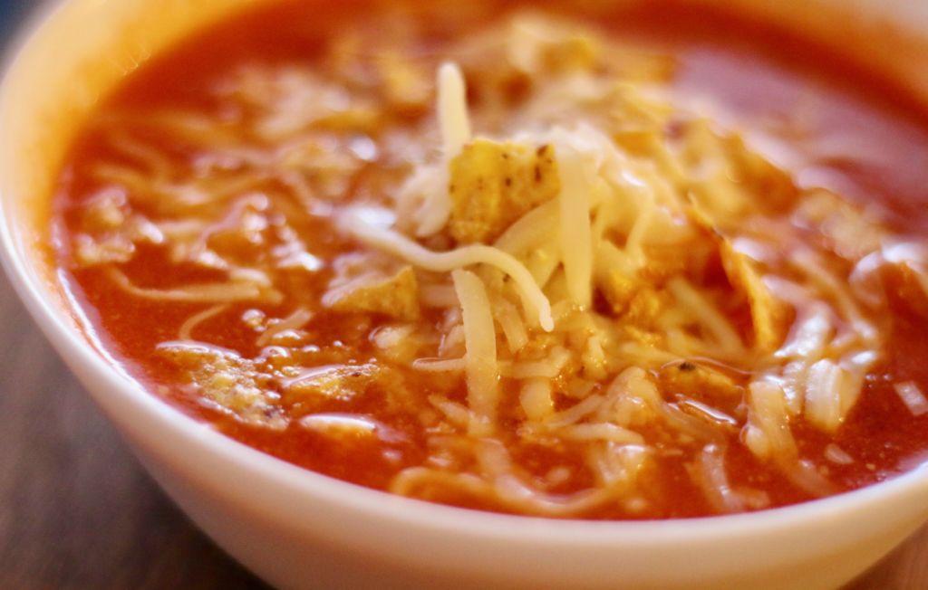 Mexíkósk súpa með rjómaosti og salsasósu