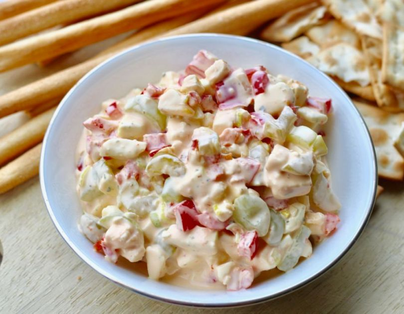 Geggað salat með ostum og vínberjum