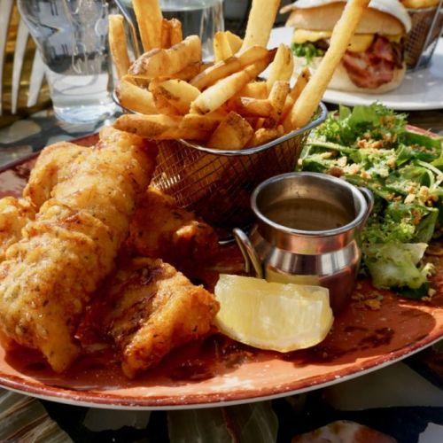 """Vegamót Bíldudal – skyldustopp í """"fish & chips"""""""