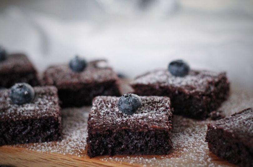 Djúsí og dökkar brownies með möndlu & kókossmjöri