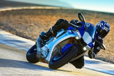 2015-Yamaha-YZF-R1-14
