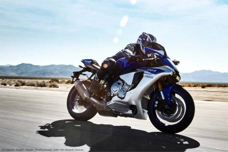 2015-Yamaha-YZF-R1-26