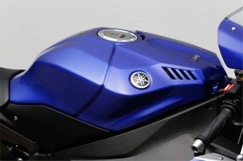 2015-Yamaha-YZF-R1-48