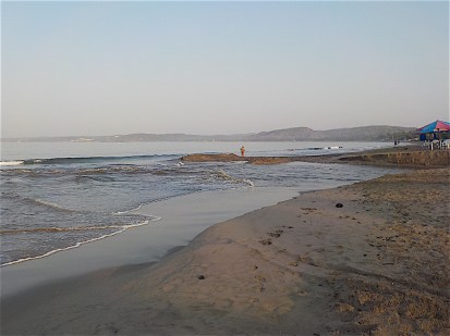 As I set out in the morning, the beach looked much as it had the day before,