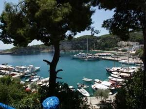 Alonissos het haventje van de hoofdstad Patitiri in Griekenland