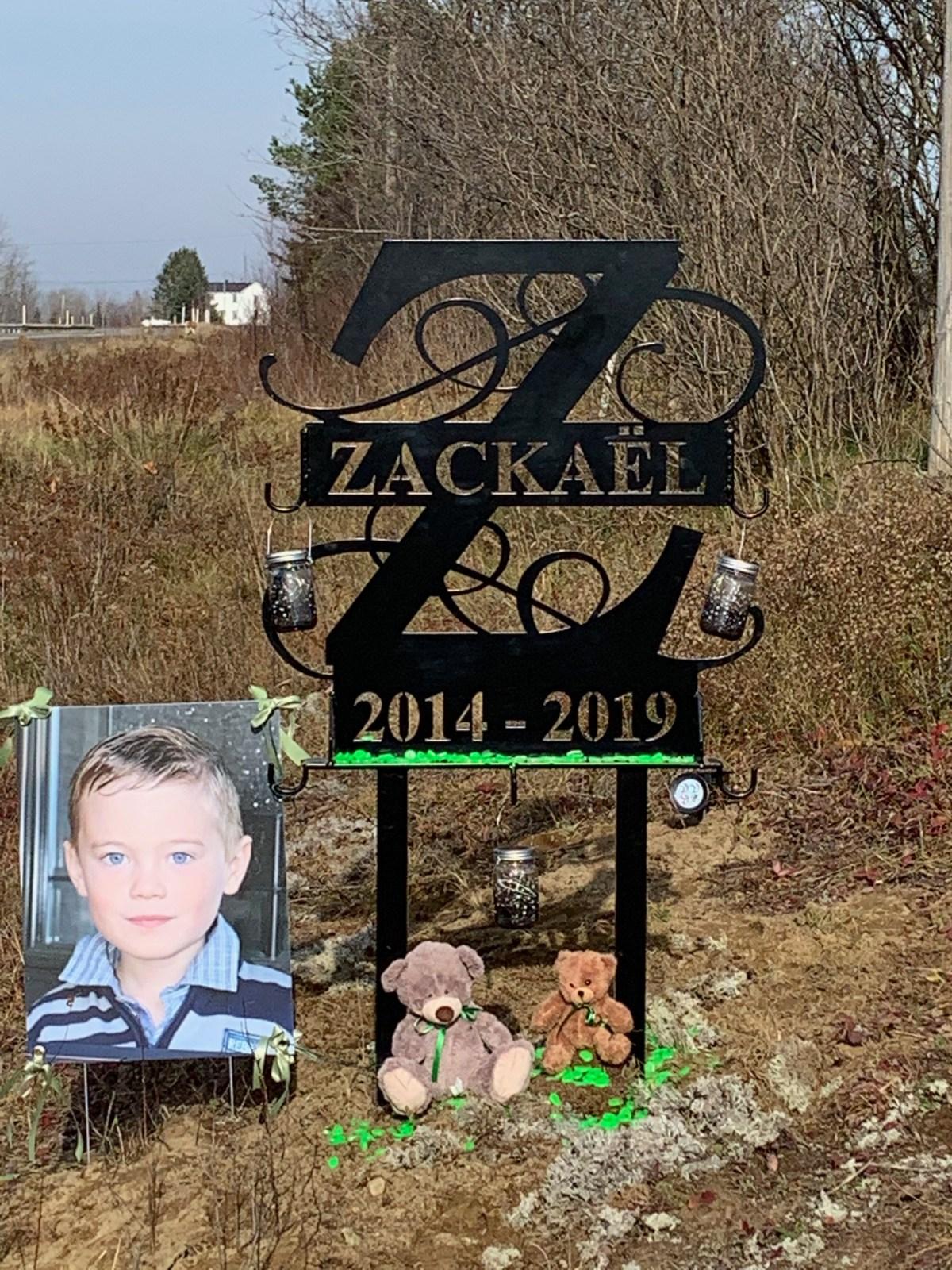 Zackaël monument route 323 Roadside Memorial de la route 323 accident