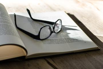 blog-book-glasses-21856