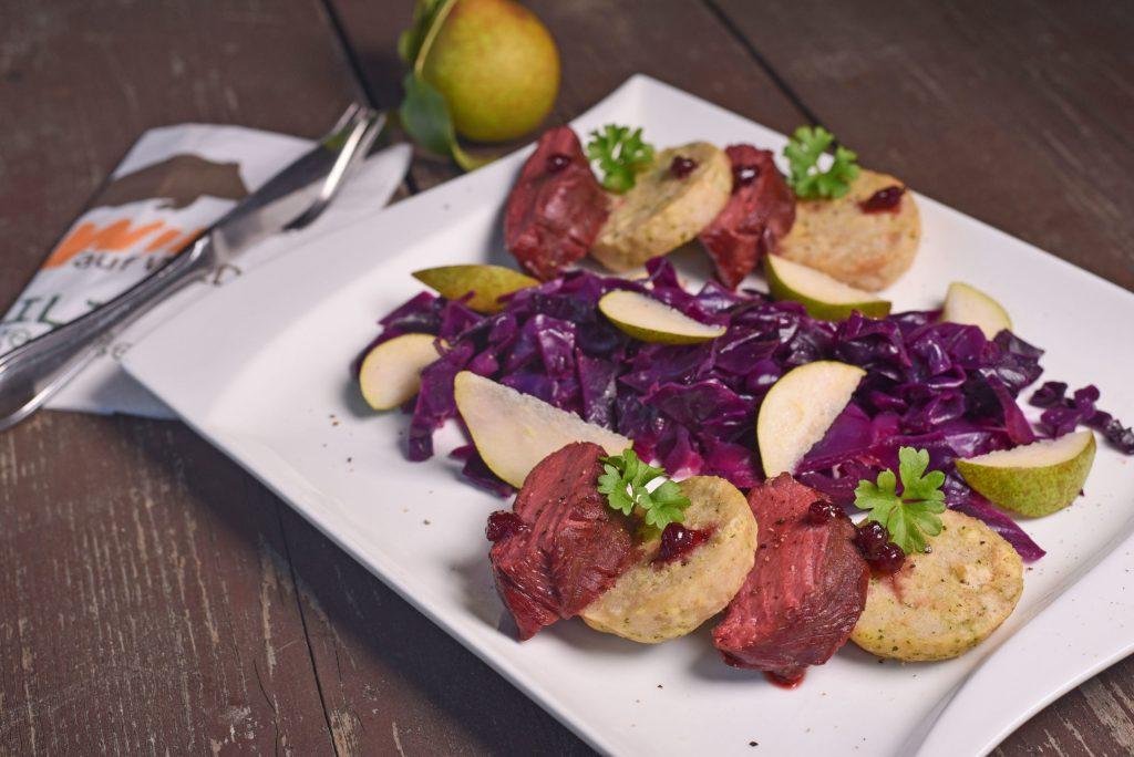Rehrücken gegrillt mit Wacholderchips oder im Ofen zubereitet - es braucht weder viele Zutaten noch viel Vorbereitung, um den Klassiker in modernem Gewand auf den Tisch zu bringen. Begeisterung ist garantiert.