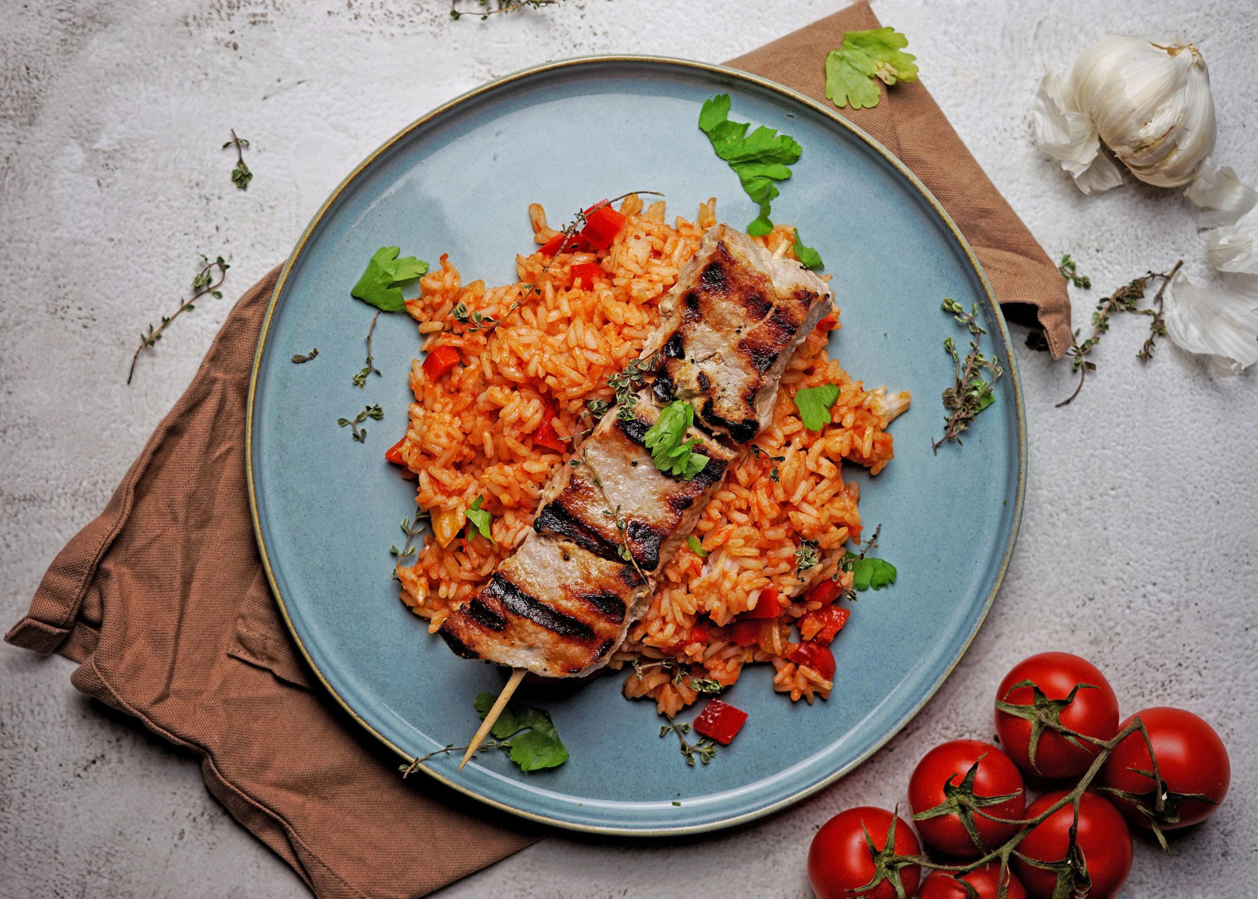 Rezepttipp: Griechenspieß mit Tomaten-Paprika-Reis