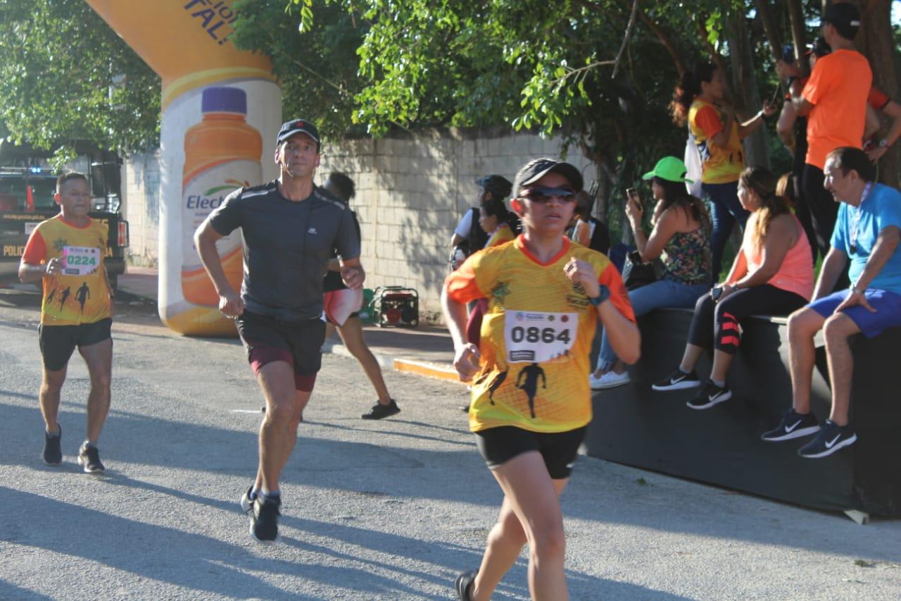 El atleta Emisael Favela Herrera gana la XXIV carrera del Día Internacional del Bombero