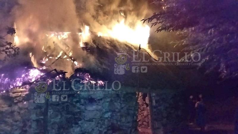Se quema la casa de una mujer de Tetiz, por un corto circuito