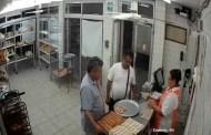 Roba en una panadería y además pide una oreja para llevar amablemente (VÍDEO)