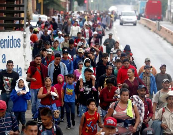 Más de 300 hondureños dejan caravana migrante y regresan a su país