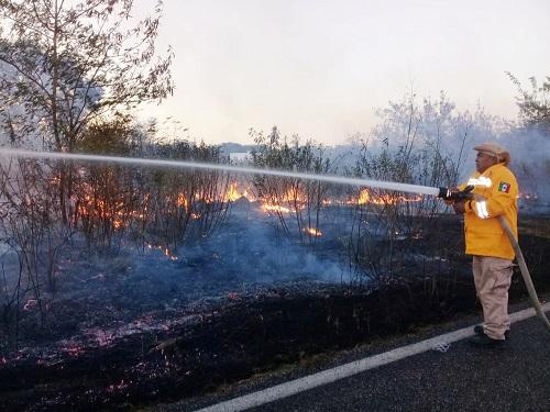 Se incendian montes de la vía Mérida-Tetiz