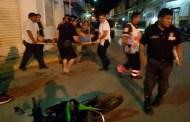 Ebrio, se vuela la luz roja y atropella a un motociclista y a sus dos pasajeras: hay tres lesionados