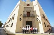 Renán Barrera entrega el remozamiento de la fachada del edificio central de la UADY