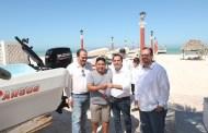 Mauricio Vila entrega apoyos por 40 millones de pesos a pescadores de Sisal