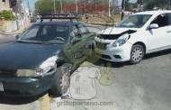 Chocan dos autos y ambas conductoras dicen tener