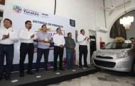 Mauricio Vila entregó autos de último modelo a los dos ganadores del sorteo de la Japay