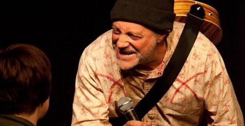 Muere el comediante Ian Cognito durante su show, el público pensó que era una broma