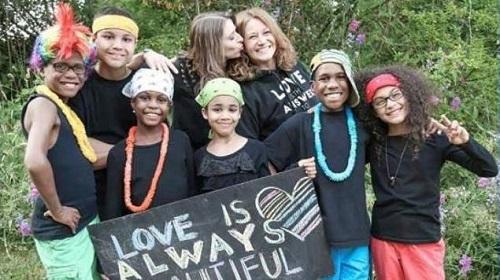 Lesbianas matan a sus seis hijos adoptivos, en EEUU
