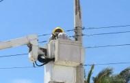 La CFE cambia los postes de luz dañados de Progreso
