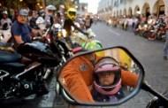 Prohíben transportar a niños menores de cinco años en moto