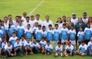 En el Día del Padre, Mauricio Vila visitó la Academia de Iniciación Deportiva de Conkal