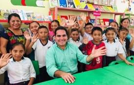 Jesús Vidal entregó material deportivo, didáctico y de limpieza a escuelas de Hunucú