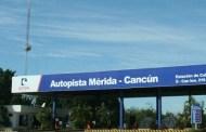 Estalla la llanta de su auto y vuelca, en la Mérida-Cancún: no hubo heridos