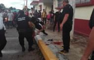 Pandilleron golpean brutalmente a un