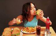 Masticar chicle o dormir más te ayudará a no comer mucho, afirma un estudio