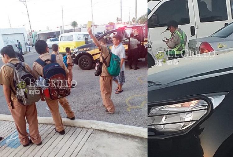 """Alumno de secundaria dirige el tránsito, mientras el """"Poli"""" jugaba su celular"""