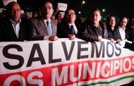 Alcaldes son atacados con gas lacrimógeno en el Palacio Nacional
