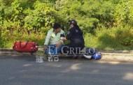 Por distraído atropella a un motociclista en una glorieta de Ciudad Caucel