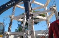 Luego de seis meses, por fin retiran la torre de agua potable de Chicxulub Puerto