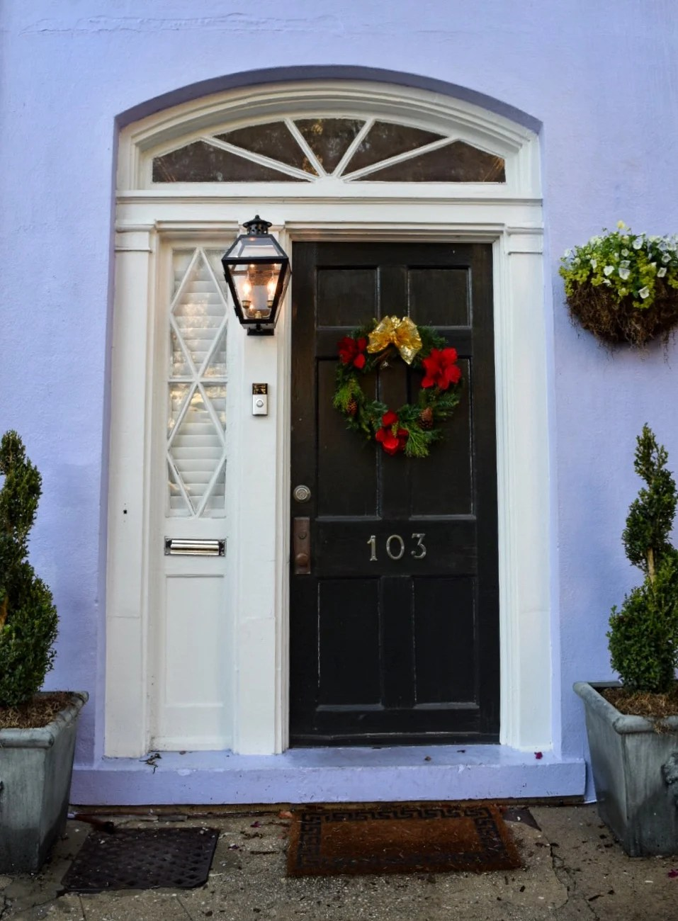 If you're headed to Charleston, South Carolina, these are the most beautiful photo spots that you shouldn't miss, including Rainbow Row.